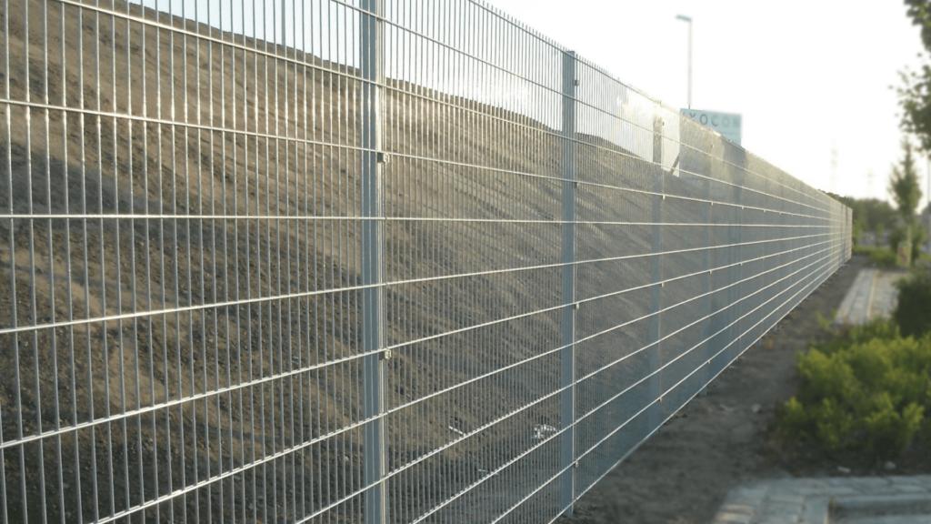 Zaun Doppelstabmatte mit Klemmteilen