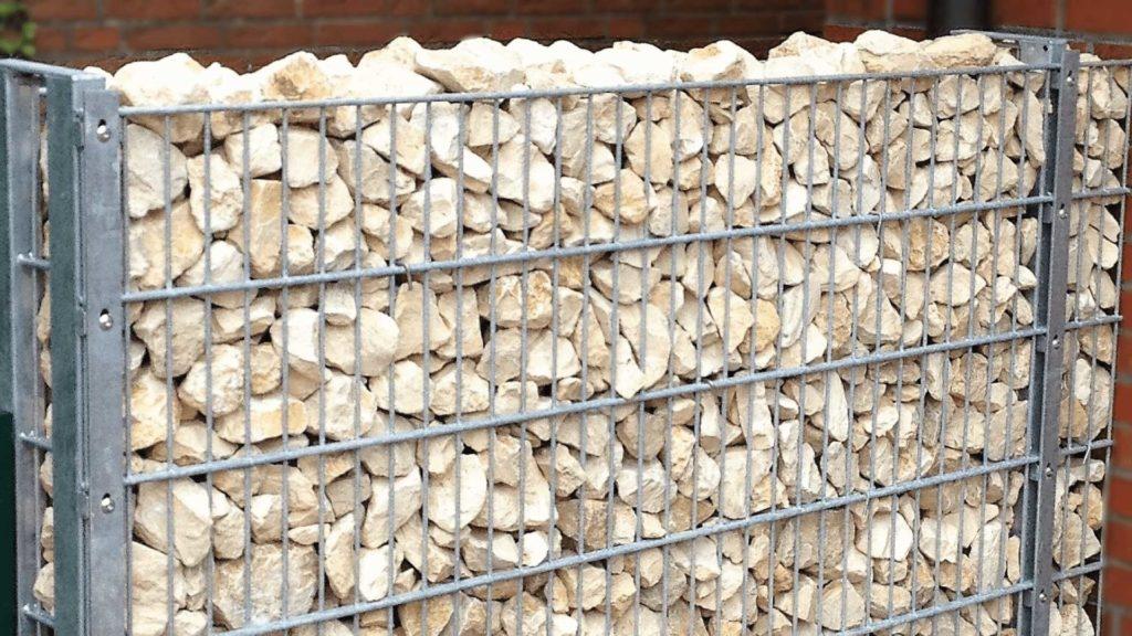 Gabione Deko verzinkt mit hellen Steinen